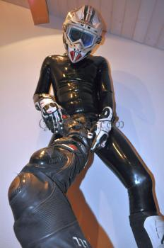 Picture censored: Rubber, Neoprene and Leather Gear Part 2